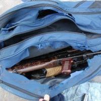 В Омске на улице нашли сумку с автоматом Калашникова