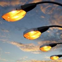 В Омске почти построили 183,7 метра уличного освещения
