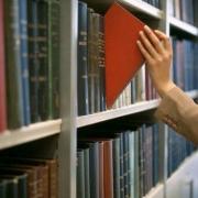 Читают книги запоем,  чтобы избавиться от стресса
