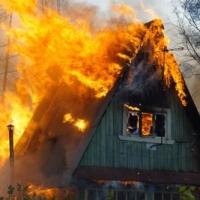 В Омске в горящем дачном доме погибли два ребенка