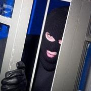 """В Омске грабители пытались выдернуть """"Волгой"""" банкомат"""