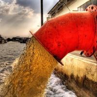 Шесть омских предприятий  за загрязнение стоками заплатят штрафы до 80 000 рублей