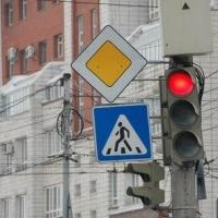 В Ленинском округе Омска появятся еще 2 пешеходные фазы в работе светофоров