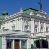 Омский театр драмы загородили забором