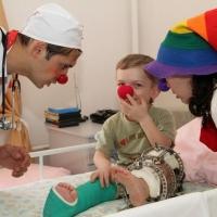 В детских больницах Омска будут работать клоуны