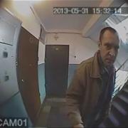 Омская полиция продолжает искать мужчину с тюбиком клея