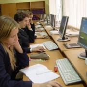 Москва даст деньги на транспорт и компьютеры для омских школьников