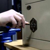 Неизвестные вскрыли сейф омского бизнесмена и похитили почти два миллиона рублей