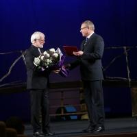 Бурков поздравил худрука «Галерки» с его днем рождения и рождением нового здания