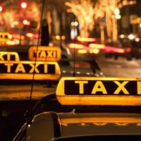 В Омской области услуги  такси подешевели на 3%