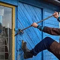 У пенсионерки из дачного домика в Омске украли бытовую технику