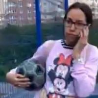В Омске «яжемать» отобрала у чужих детей мяч на футбольном поле