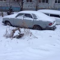 Омским автовладельцам напомнили, что за парковку на газоне будут штрафовать