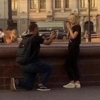 В сквере Дзержинского омич сделал девушке предложение