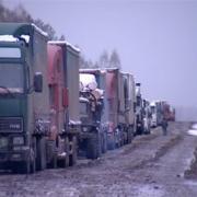 Под Омском грузовик врезался в Mercedes-Benz и локомотив