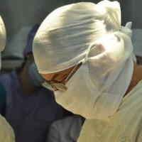 Омские врачи провели уникальную операцию на позвоночнике