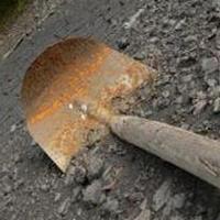 В Омской области 25-летний мужчина убил своего соседа лопатой
