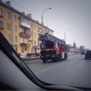 """Из-за пожара на """"Омском каучуке"""" перекрывают движение"""