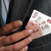 Бывшему омскому чиновнику дали полтора года условно за взятку в 700 тысяч