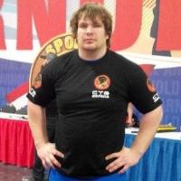 Самый сильный человек Омска поднял 140 килограммов