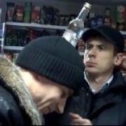 Кировский районный суд Омска рассмотрит дело бутлегеров, поставлявших алкоголь из Казахстана.
