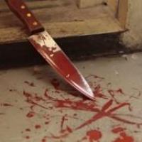 В Омске возле бара «Доски» рецидивист пырнул мужчину ножом