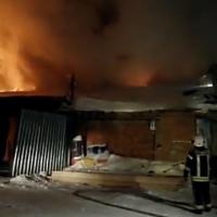Омские пожарные спасли из огня два КамАЗа и два трактора