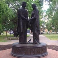 Бурков и Варнавский поздравили омичей с Днем семьи, любви и верности