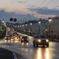 Омская модель залезла на светофорный столб