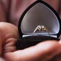 Мужчина, пытавшийся вручить сотруднику омского ГИДД обручальное кольцо, заплатит 80 тысяч рублей