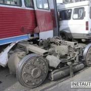 В столкновении «Газели» и трамвая – пять пострадавших