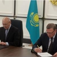 Бурков провел два дня в Нур-Султане, обсуждая подготовку к форуму в Омске