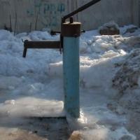 Жители частного сектора Омска столкнулись с проблемой замерзания воды в колонках