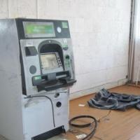 В Омской области грабители пытались вскрыть банкомат сварочным аппаратом