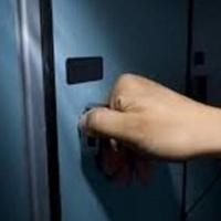 Девушку, похитившую кошелек из раздевалки фитнес-центра, могут посадить на пять лет