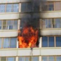 В Омске загорелся жилой дом