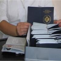 В Омске задержали женщину, штамповавшую медицинские документы