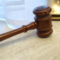 Омский суд наказал наркомана, убившего своих родных