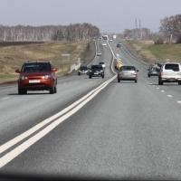 Яму на Красноярском тракте оперативно залатали после жалоб омских автомобилистов