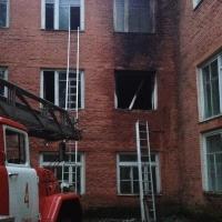 Замыкание электропроводки привело к пожару в омской школе № 50