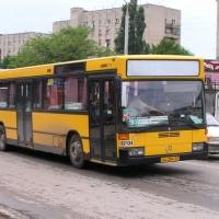 В Омске грузовик столкнулся с автобусом футбольной команды
