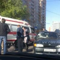 """В центре Омска """"пятёрка"""" на пешеходе сбила женщину"""