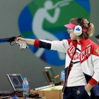 Омской спортсменке Виталине Бацарашкиной вручили пистолет за 140 тысяч рублей