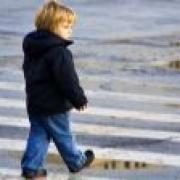 """""""Пежо"""" сбил 5-летнюю девочку во дворе"""