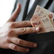Омский чиновник увеличил себе штраф в три раза