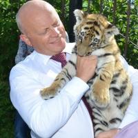 Губернатор Виктор Назаров подарил Большереченскому зоопарку на юбилей  ГАЗель