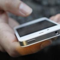 Полиция Омска через СМС вынудила вора вернуть школьнице телефон
