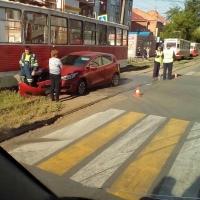 ДТП в Омске: красные - машина, трамвай и сигнал светофора
