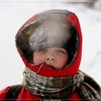 В Омске трехлетний мальчик оказался один ночью на улице