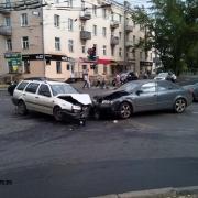 В Омске на Левом берегу столкнулись четыре автомобиля